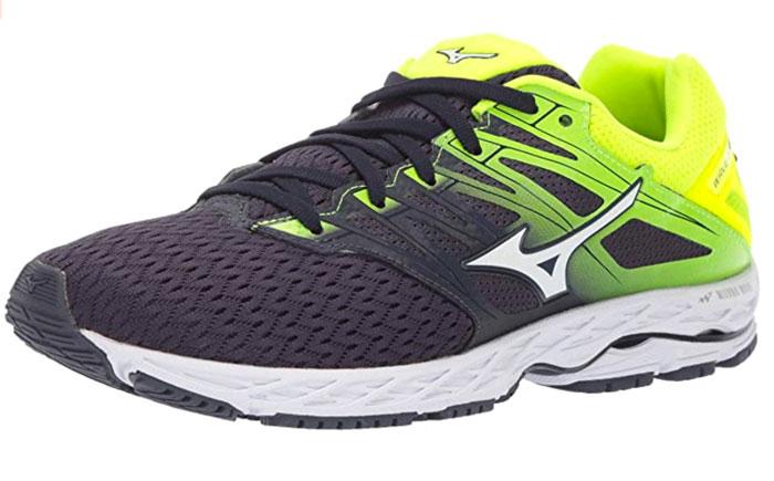 scarpa da corsa su asfalto